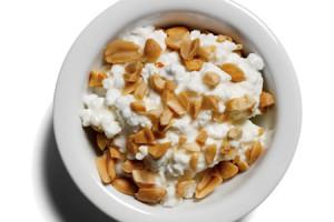 Аминокислоты в твороге и орехах